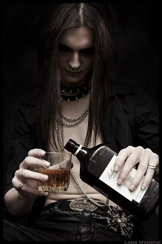 <img:stuff/gothic%20boy.jpg>